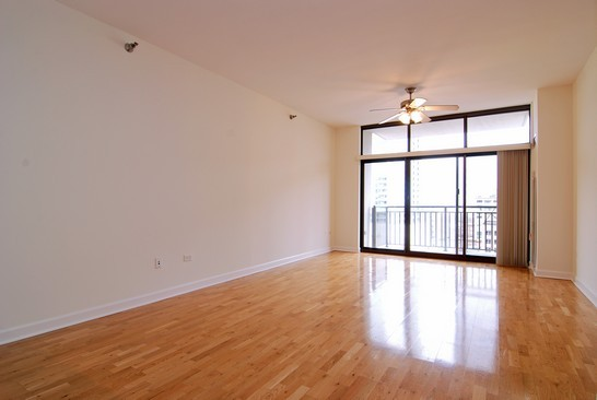 Real Estate Photography - 1322 S Prairie, Unit 1103, Chicago, IL, 60605 - Living Room