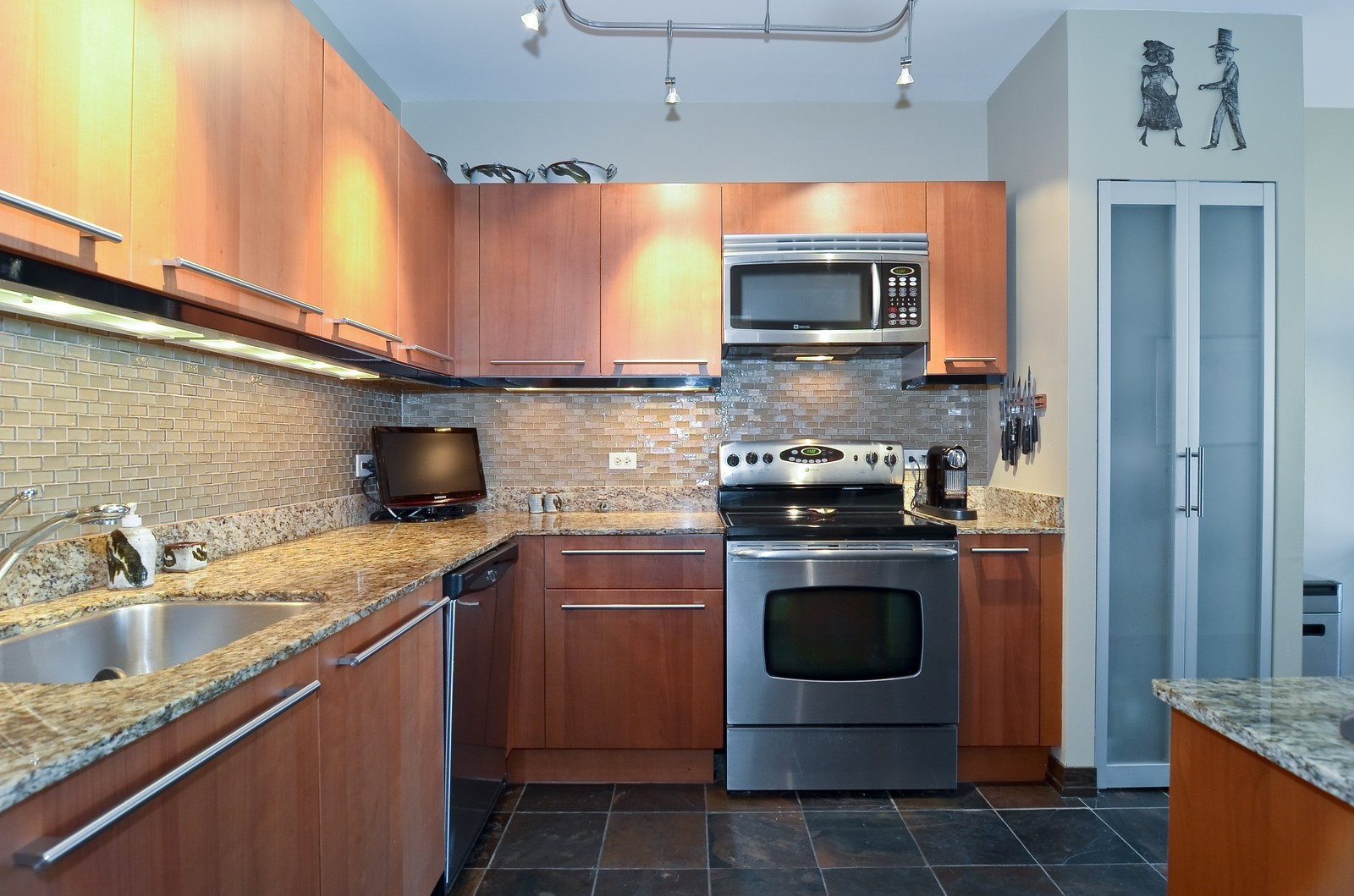 Real Estate Photography - 740 S Federal, 1101, Chicago, IL, 60605 - Kitchen