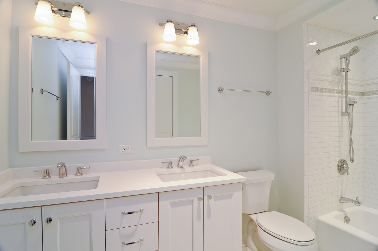 Real Estate Photography - 3845 N Paulina St, Chicago, IL, 60613 - Kids Bathroom
