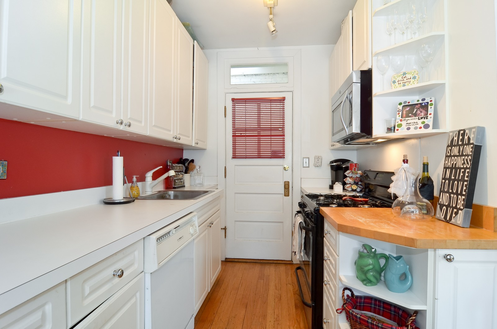 Real Estate Photography - 1154 W. Lill, 3, Chicago, IL, 60614 - Kitchen