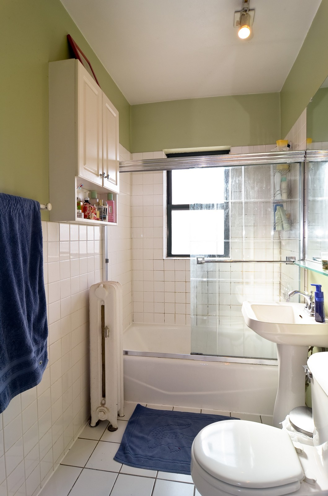 Real Estate Photography - 1154 W. Lill, 3, Chicago, IL, 60614 - Bathroom