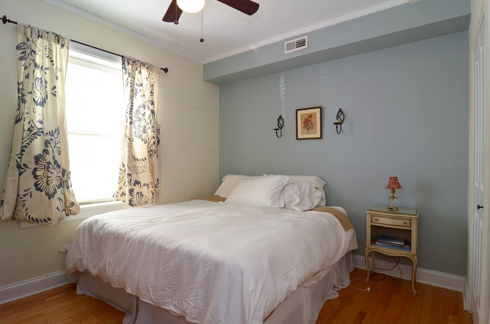 Real Estate Photography - 4901 N. Leavitt, 1B, Chicago, IL, 60625 - Master Bedroom