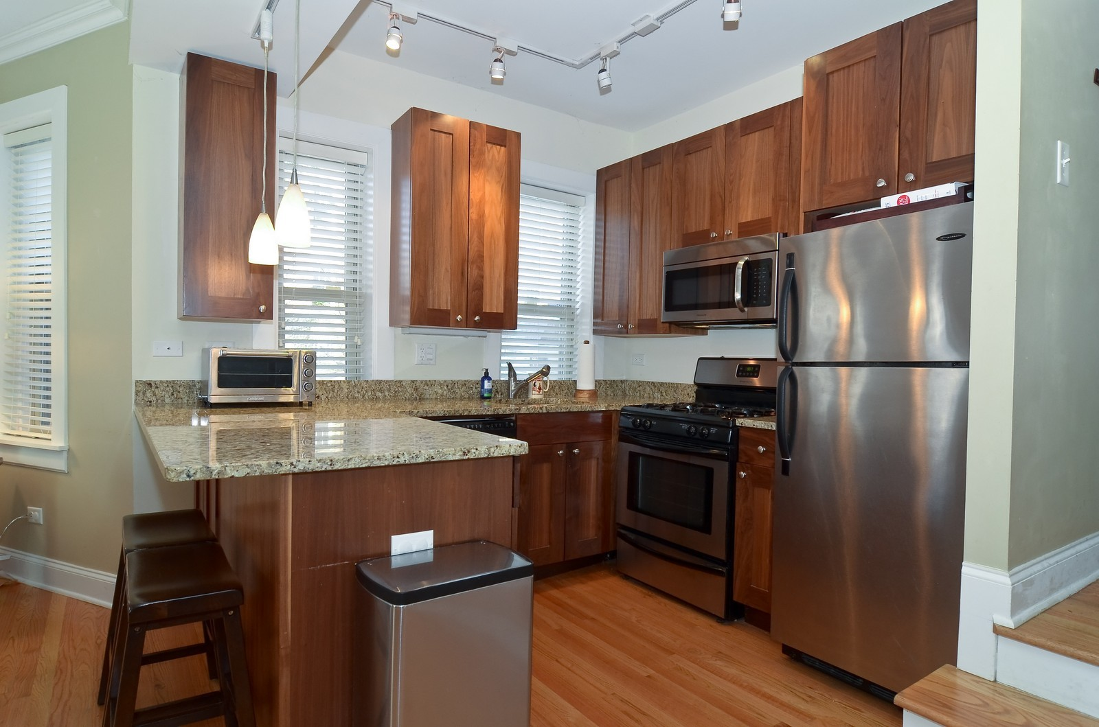 Real Estate Photography - 4901 N. Leavitt, 1B, Chicago, IL, 60625 - Kitchen