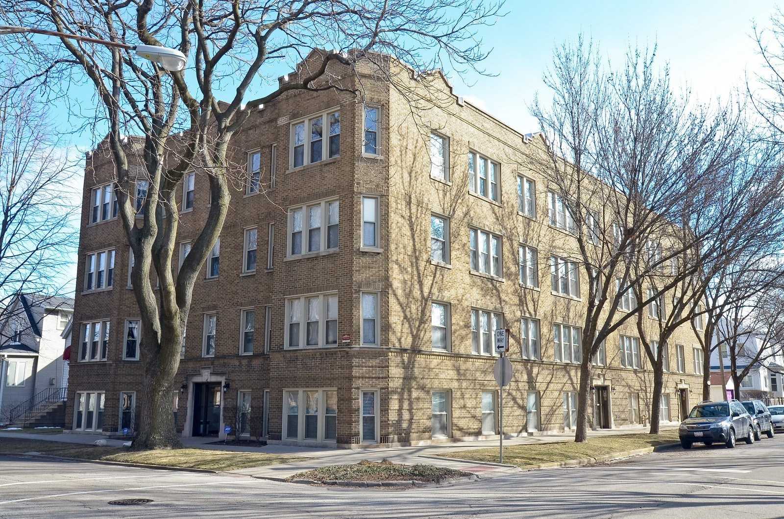 Real Estate Photography - 4901 N. Leavitt, 1B, Chicago, IL, 60625 - Front View