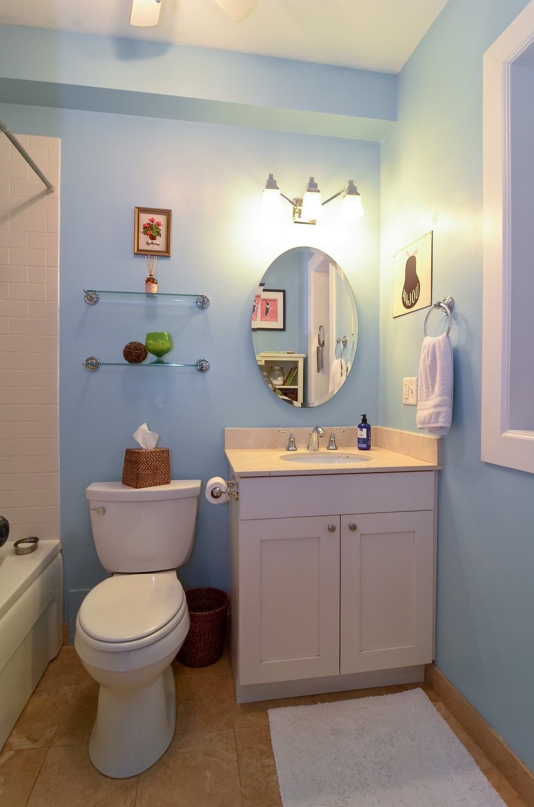 Real Estate Photography - 4901 N. Leavitt, 1B, Chicago, IL, 60625 - Bathroom