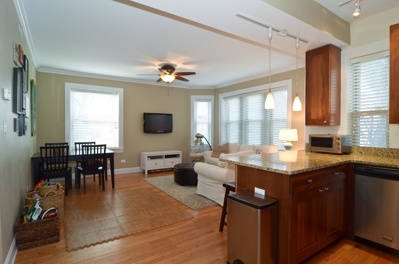 Real Estate Photography - 4901 N. Leavitt, 1B, Chicago, IL, 60625 - Kitchen / Living Room