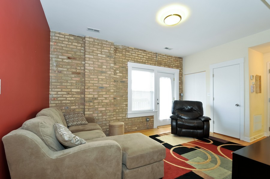 Real Estate Photography - 2420  Southport Ave, Unit 1R, Chicago, IL, 60614 - Living Room