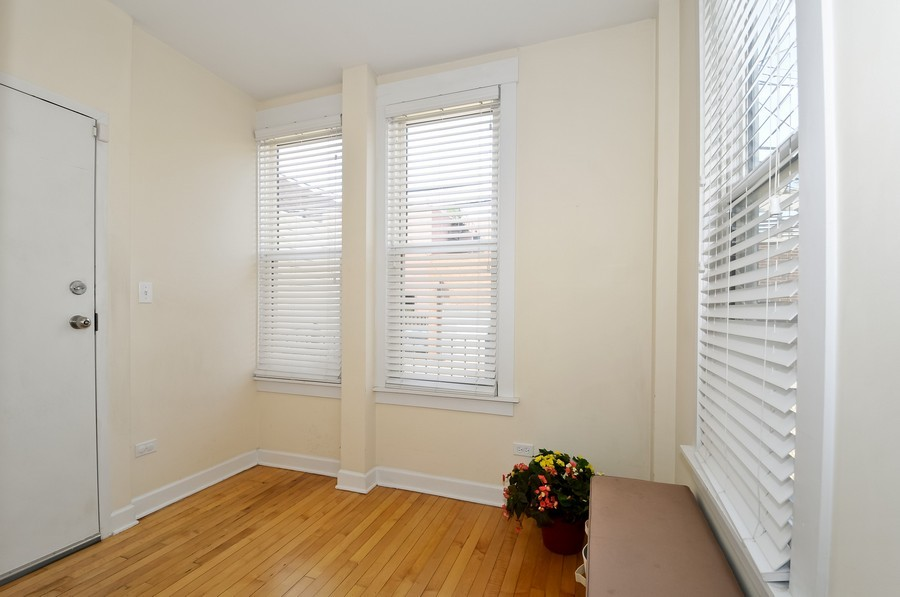 Real Estate Photography - 2420  Southport Ave, Unit 1R, Chicago, IL, 60614 - Den