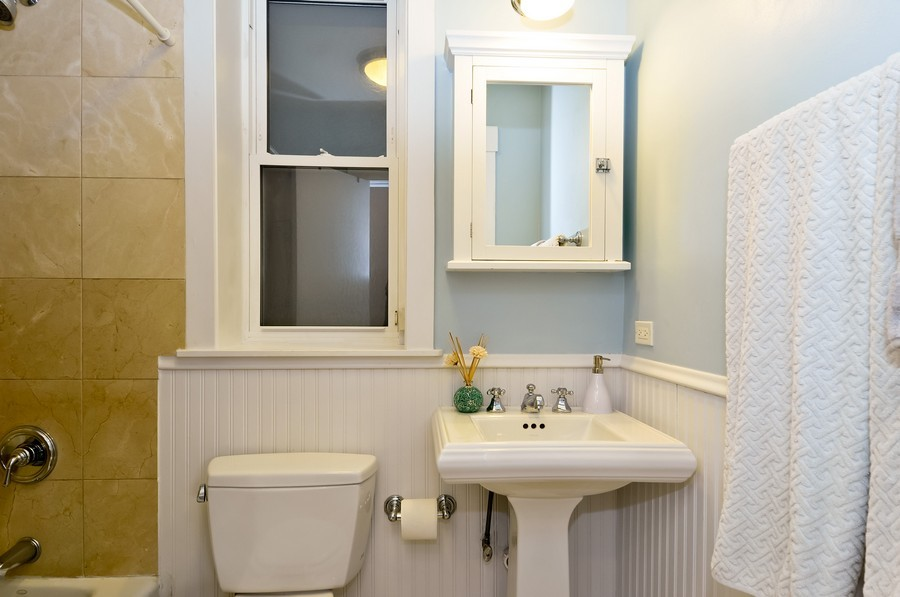 Real Estate Photography - 2420  Southport Ave, Unit 1R, Chicago, IL, 60614 - Bathroom