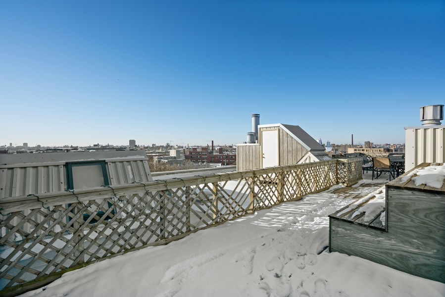 Real Estate Photography - 2107 N Magnolia, Unit #1B, Chicago, IL, 60614 - Roof Deck
