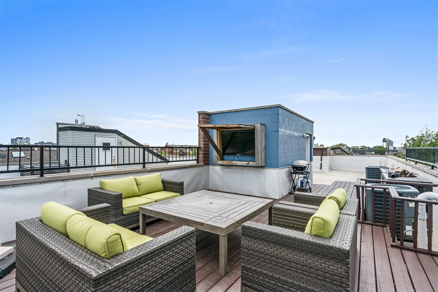 Real Estate Photography - 1543 N Bosworth, Unit #3, Chicago, IL, 60642 - Location 1