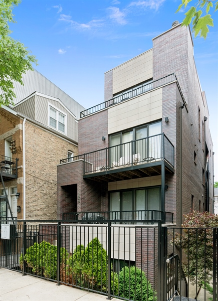Real Estate Photography - 1543 N Bosworth, Unit #3, Chicago, IL, 60642 - Front View