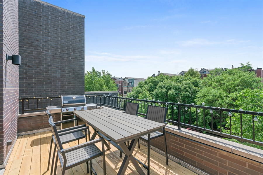 Real Estate Photography - 1543 N Bosworth, Unit #3, Chicago, IL, 60642 - Deck