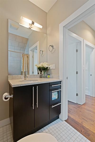 Real Estate Photography - 1543 N Bosworth, Unit #3, Chicago, IL, 60642 - 2nd Bathroom