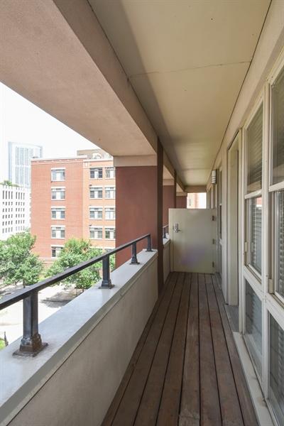 Real Estate Photography - 324 N Jefferson St, Unit #307, Chicago, IL, 60661 - Terrace