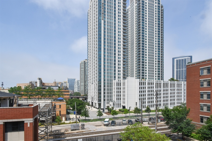 Real Estate Photography - 324 N Jefferson St, Unit #307, Chicago, IL, 60661 - View