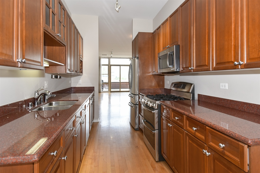 Real Estate Photography - 324 N Jefferson St, Unit #307, Chicago, IL, 60661 - Kitchen