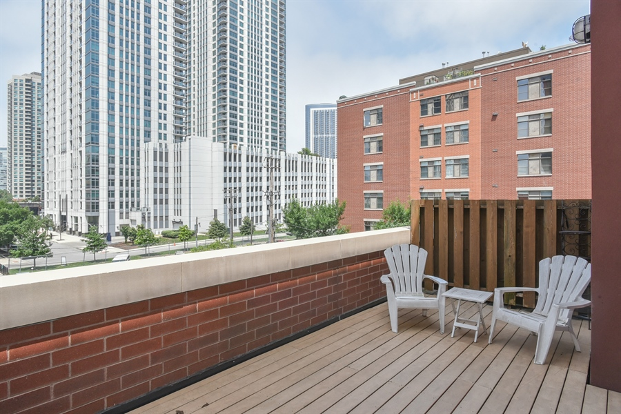 Real Estate Photography - 324 N Jefferson St, Unit #307, Chicago, IL, 60661 - Deck