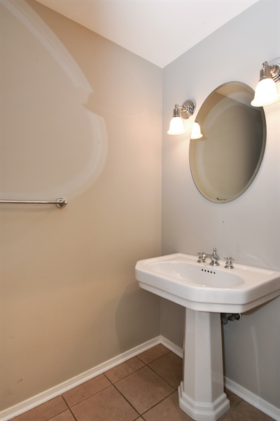 Real Estate Photography - 324 N Jefferson St, Unit #307, Chicago, IL, 60661 - Half Bath