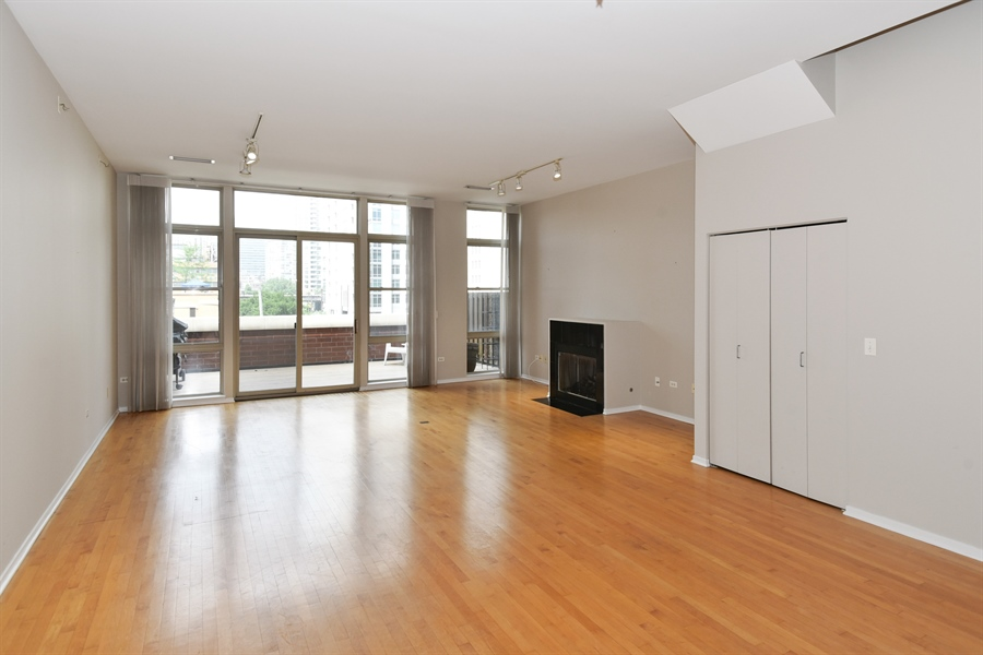 Real Estate Photography - 324 N Jefferson St, Unit #307, Chicago, IL, 60661 - Living Room / Dining Room