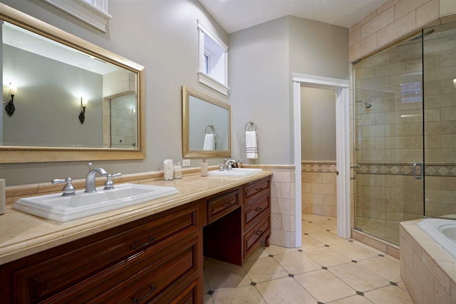 Real Estate Photography - 2335 N. Southport, Chicago, IL, 60614 - Master Bathroom