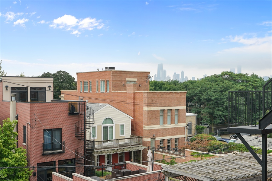 Real Estate Photography - 2335 N. Southport, Chicago, IL, 60614 - Roof Deck View