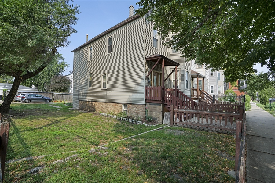 Real Estate Photography - 1914 N Rockwell, Chicago, IL, 60647 - Side View