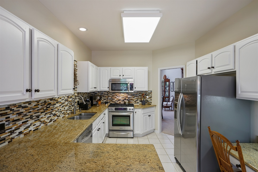 Real Estate Photography - 2118 Trowbridge Ct, Glenview, IL, 60026 - Kitchen
