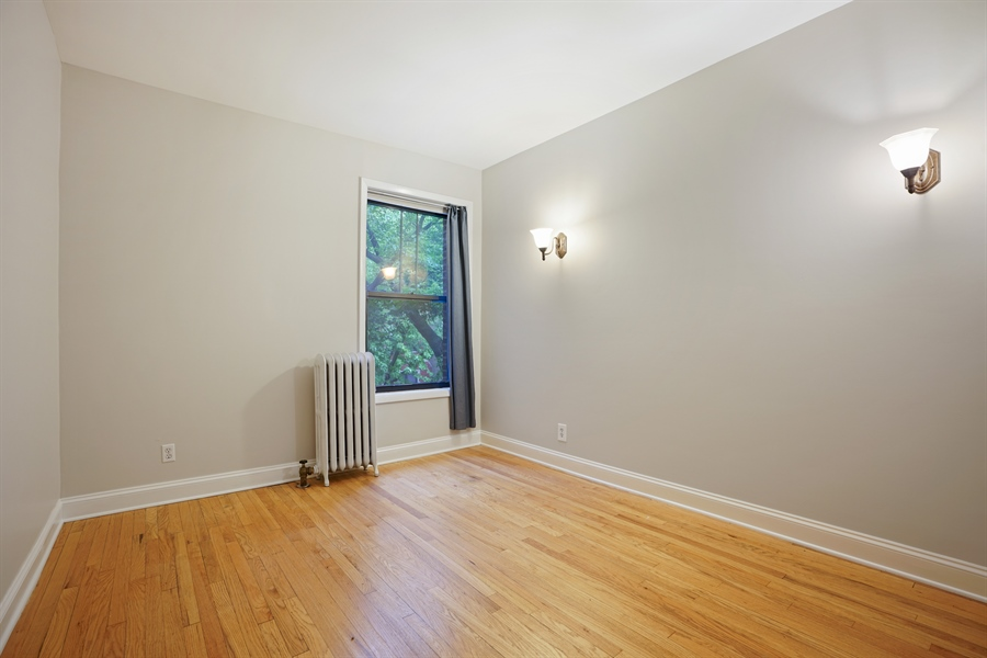 Real Estate Photography - 6828 N Lakewood Ave, Unit #2, Chicago, IL, 60626 - 3rd Bedroom