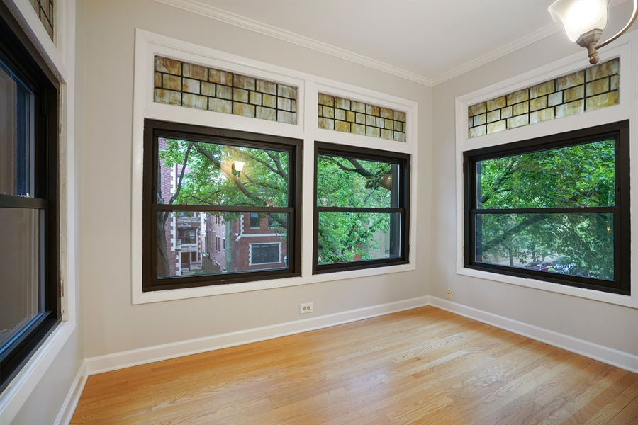 Real Estate Photography - 6828 N Lakewood Ave, Unit #2, Chicago, IL, 60626 - Sitting Room