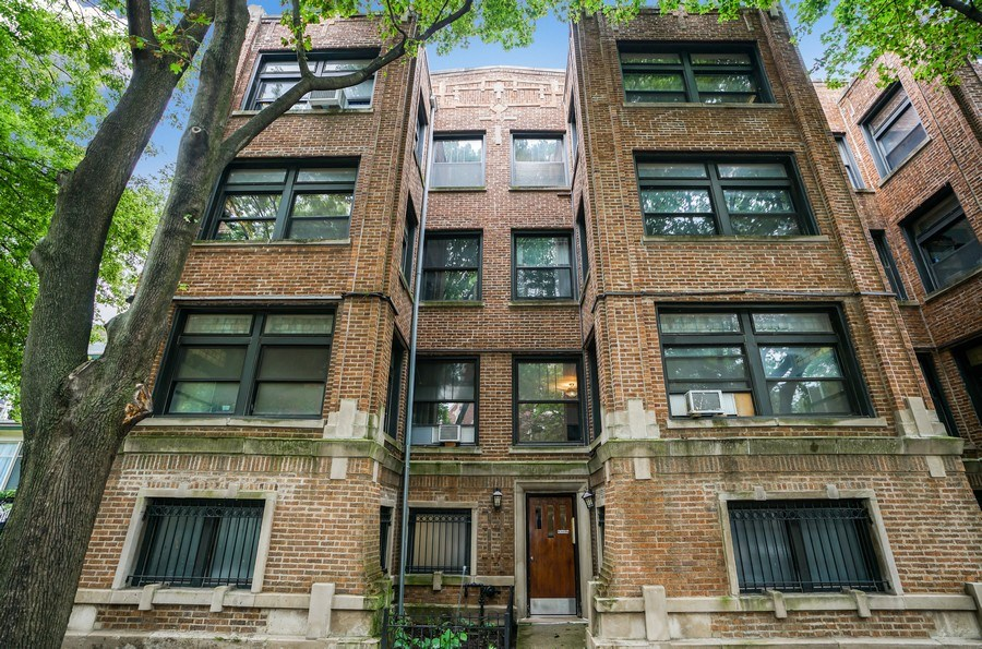 Real Estate Photography - 6828 N Lakewood Ave, Unit #2, Chicago, IL, 60626 - Front View