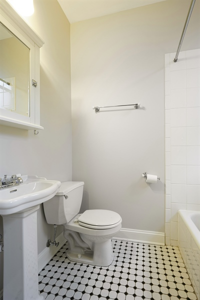 Real Estate Photography - 6828 N Lakewood Ave, Unit #2, Chicago, IL, 60626 - Master Bathroom