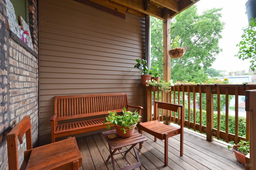 Real Estate Photography - 6828 N Lakewood Ave, Unit #2, Chicago, IL, 60626 - Deck
