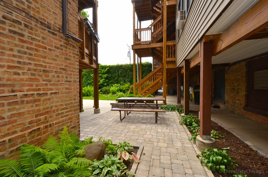 Real Estate Photography - 6828 N Lakewood Ave, Unit #2, Chicago, IL, 60626 - Common Patio