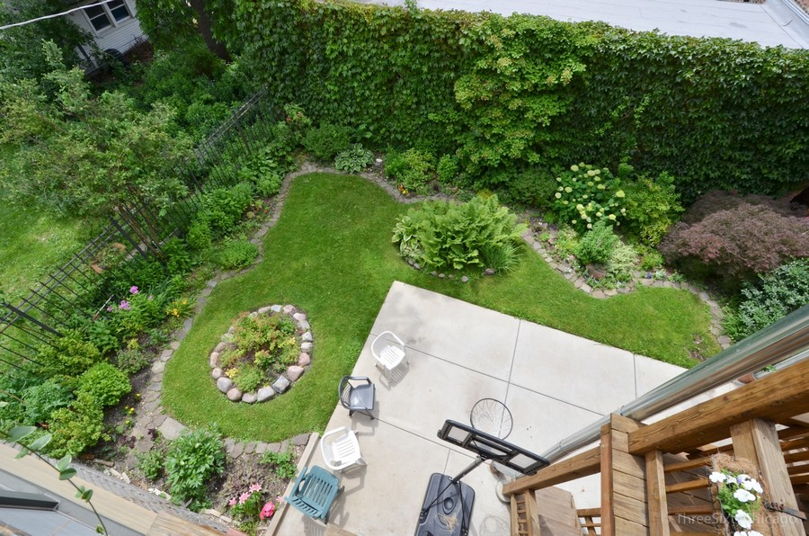 Real Estate Photography - 6828 N Lakewood Ave, Unit #2, Chicago, IL, 60626 - Yard View