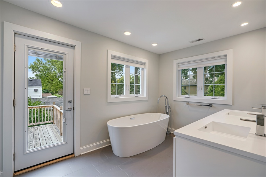 Real Estate Photography - 2400 Greenwood Ave, Wilmette, IL, 60091 - Master Bathroom