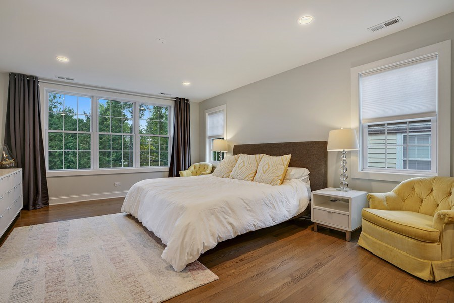 Real Estate Photography - 2400 Greenwood Ave, Wilmette, IL, 60091 - Master Bedroom