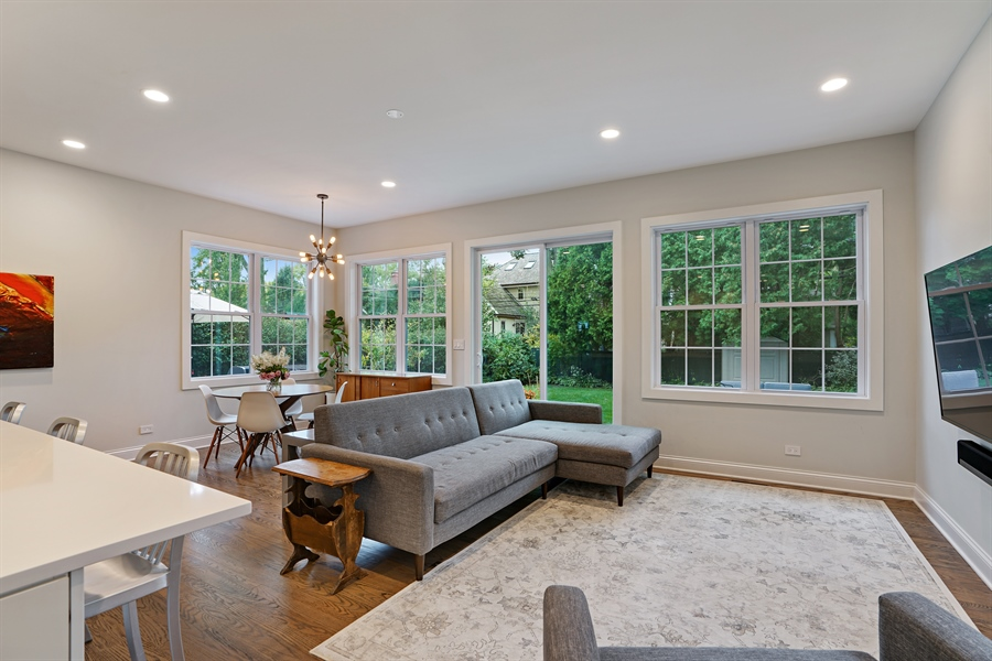 Real Estate Photography - 2400 Greenwood Ave, Wilmette, IL, 60091 - Family Room