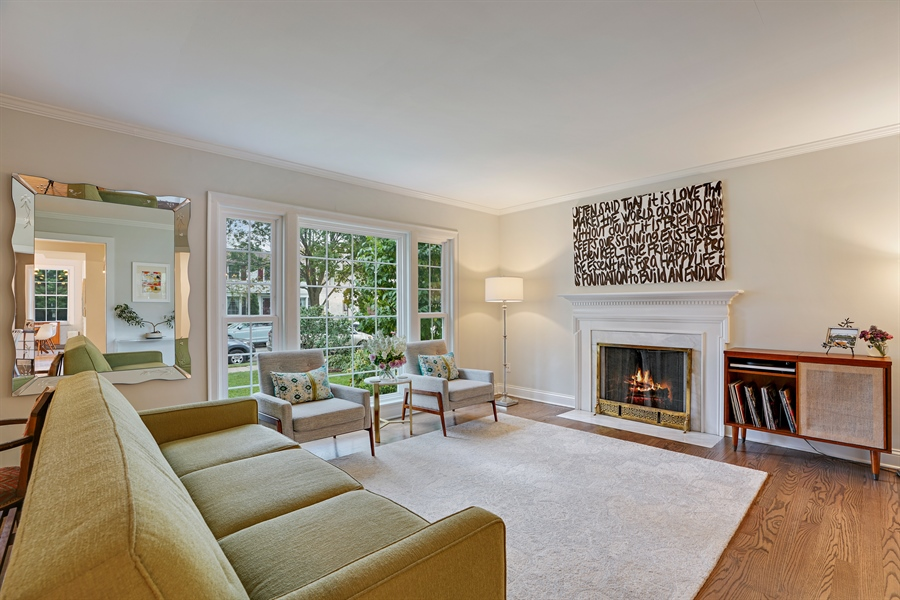 Real Estate Photography - 2400 Greenwood Ave, Wilmette, IL, 60091 - Living Room