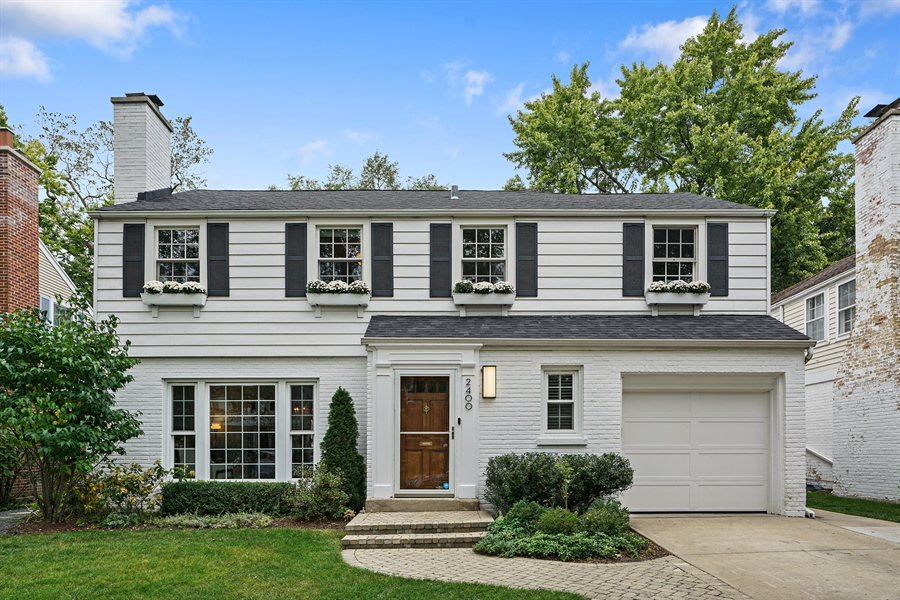 Real Estate Photography - 2400 Greenwood Ave, Wilmette, IL, 60091 - Front View
