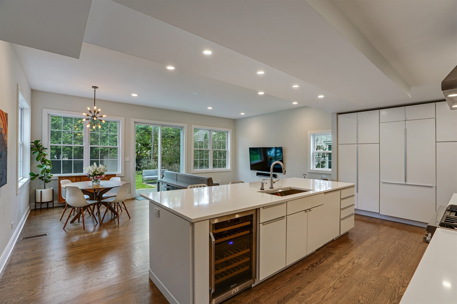 Real Estate Photography - 2400 Greenwood Ave, Wilmette, IL, 60091 - Kitchen / Dining Area