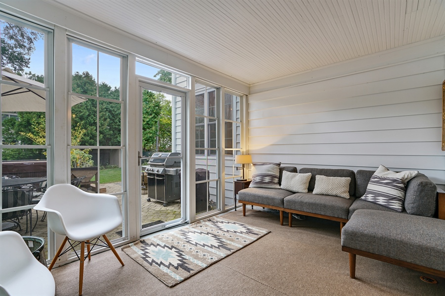 Real Estate Photography - 2400 Greenwood Ave, Wilmette, IL, 60091 - Sun Room