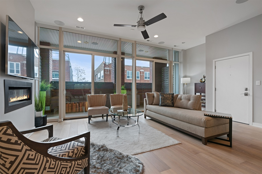 Real Estate Photography - 1611 N Hermitage Ave, Unit #302, Chicago, IL, 60622 - Living Room