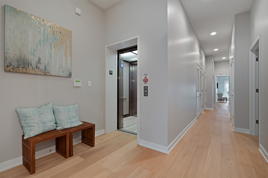 Real Estate Photography - 1611 N Hermitage Ave, Unit #302, Chicago, IL, 60622 - Foyer