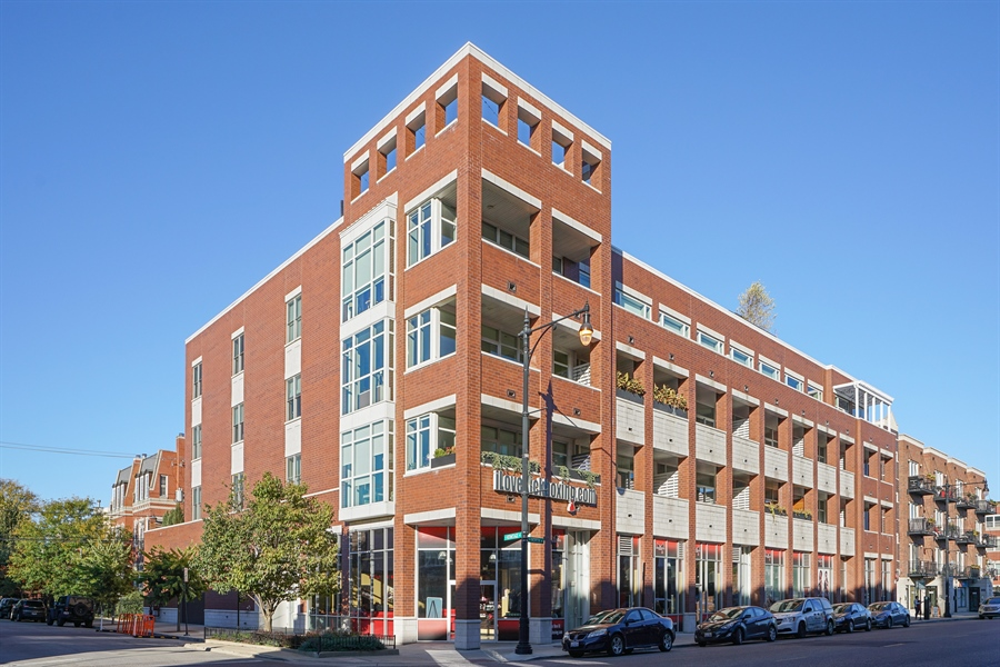 Real Estate Photography - 1611 N Hermitage Ave, Unit #302, Chicago, IL, 60622 - Front View