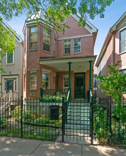 Real Estate Photography - 1524 N North Park Ave, Chicago, IL, 60610 - Front View