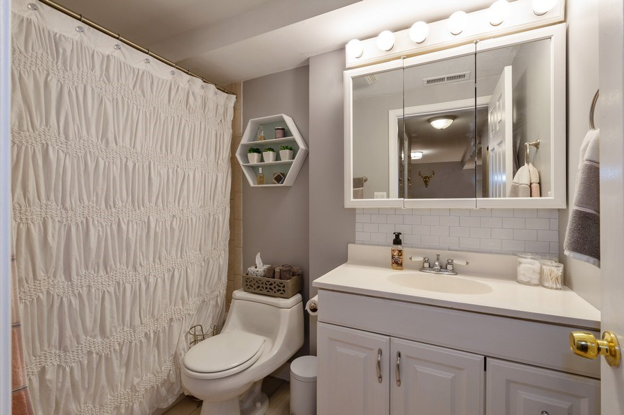 Real Estate Photography - 837 W Lawrence G, Chicago, IL, 60657 - Master Bathroom
