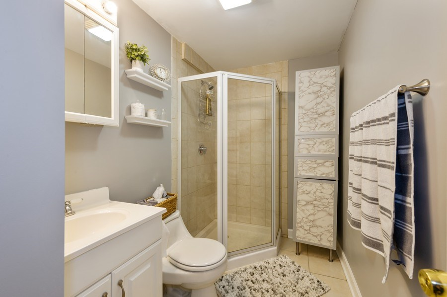 Real Estate Photography - 837 W Lawrence G, Chicago, IL, 60657 - 2nd Bathroom