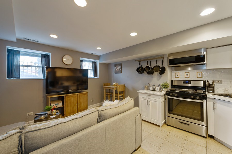 Real Estate Photography - 837 W Lawrence G, Chicago, IL, 60657 - Kitchen/Living