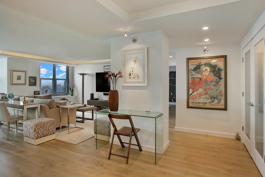 Real Estate Photography - 400 E Randolph St., Unit 3713, Chicago, IL, 60601 - Foyer
